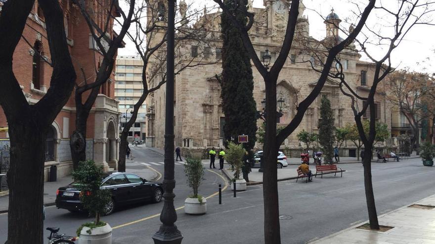 Los agentes policiales en la calle Vieja de la Paja este martes