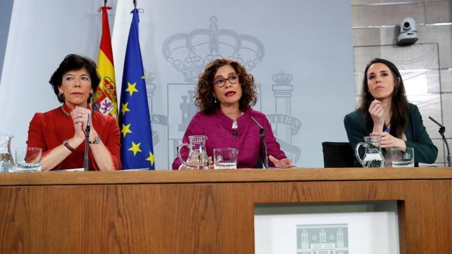 Isabel Celaá, María Jesús Montero e Irene Montero, en la rueda de prensa tras el Consejo de Ministros.