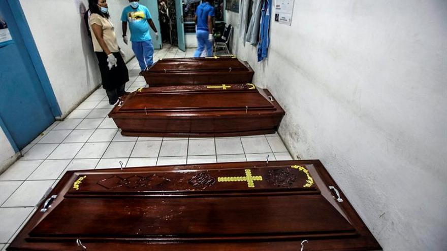 Siete muertos y dos heridos críticos por la erupción del Sinabung en Sumatra