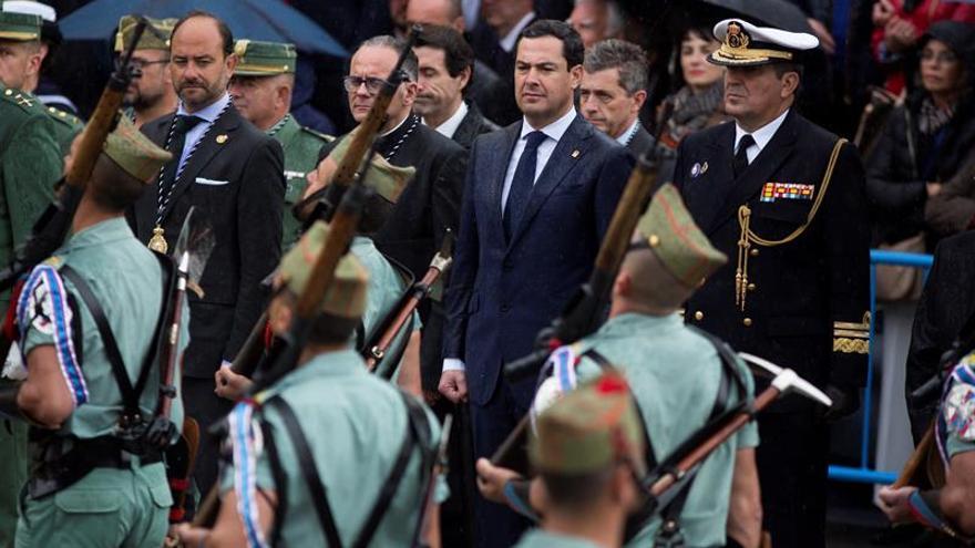 La lluvia acorta el traslado por la Legión del Cristo de Mena de Málaga