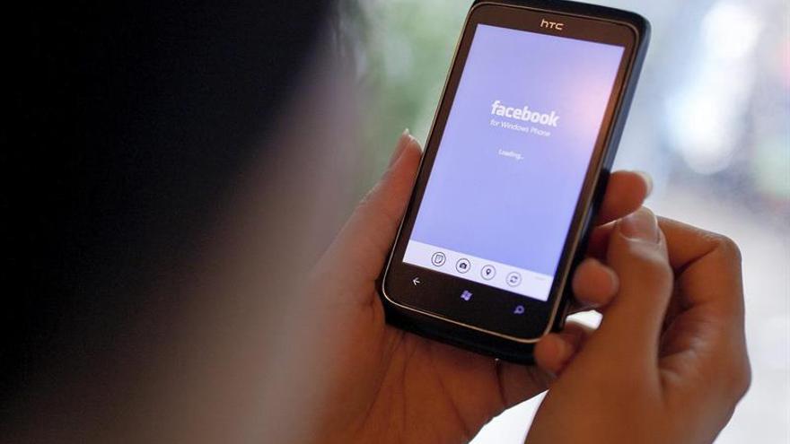 Acusan a Facebook de discriminar a mujeres en sus anuncios de ofertas laborales