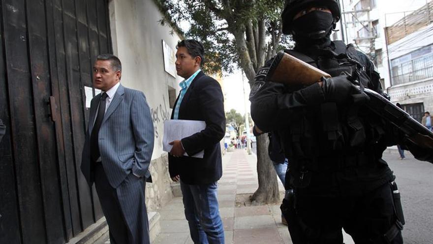 Abogados marchan contra la detención del defensor de la expareja de Morales
