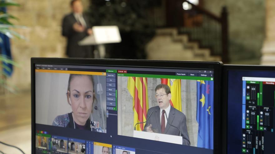 Una periodista interviene en la primera rueda de prensa por videoconferencia de Ximo Puig.