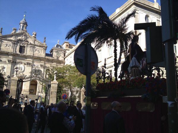 La Borriquita de Madrid hizo parada frente a la Iglesia de las Salesas | Fotografía: Somos Chueca