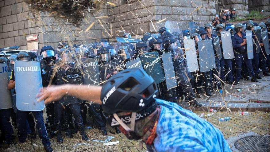 Violentos enfrentamientos en protestas ciudadanas ante el Parlamento búlgaro