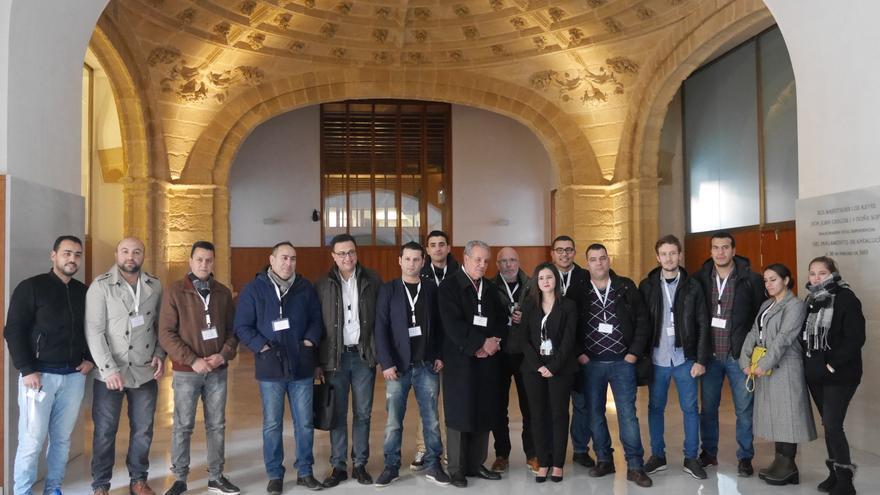 C:\fakepath\Ahmed Zafzafi y miembros del Comité de Apoyo al Movimiento Popular del Rif en el Parlamento andaluz.JPG