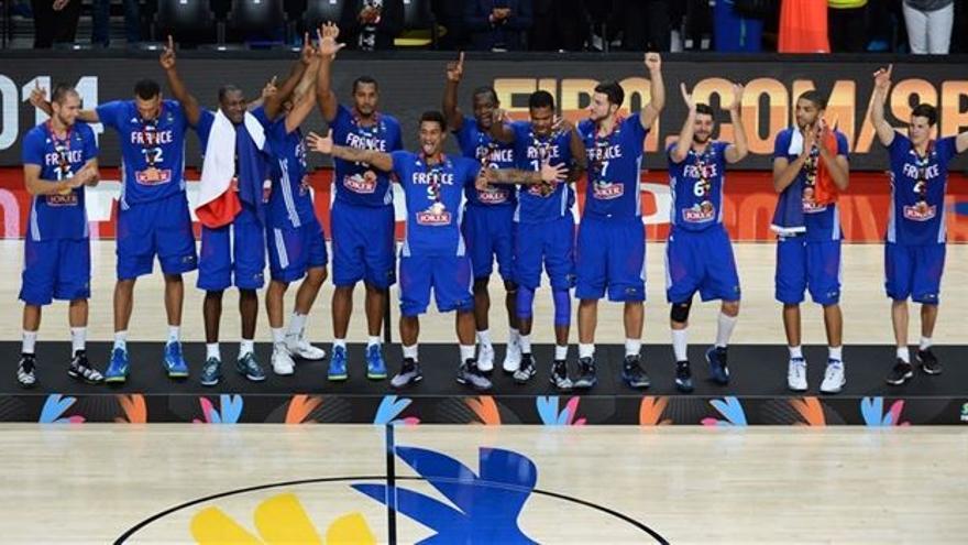 La selección francesa calebra el bronce. (FIBA)