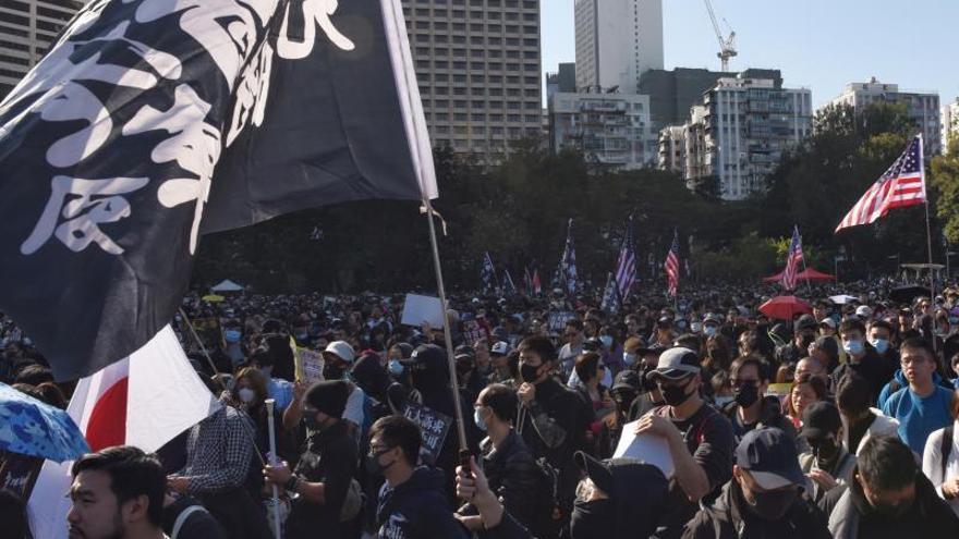 La Policía hongkonesa se incauta de una pistola poco antes de manifestación