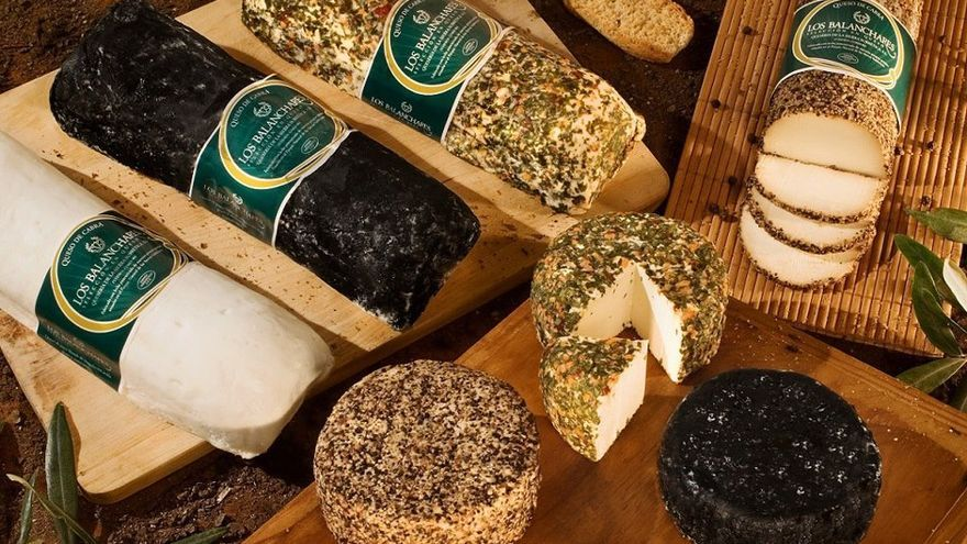 La Fiesta del Queso de Zuheros ofrece más de treinta variedades de este producto de todo el país para degustar.(Foto. Fiesta del Queso)