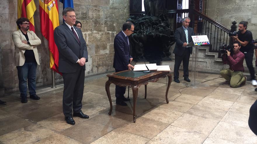 El presidente del CVMC, Enrique Soriano, junto al presidente de la Generalitat, Ximo Puig, en su toma de posesión.
