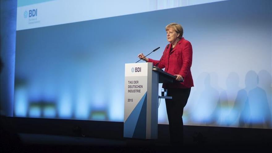 Morales inicia junto a Merkel una gira europea centrada en la economía