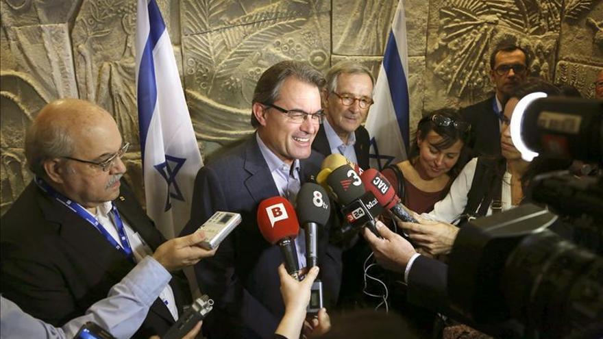 Mas dice que Rajoy le recuerda a los políticos que hablan del pasado