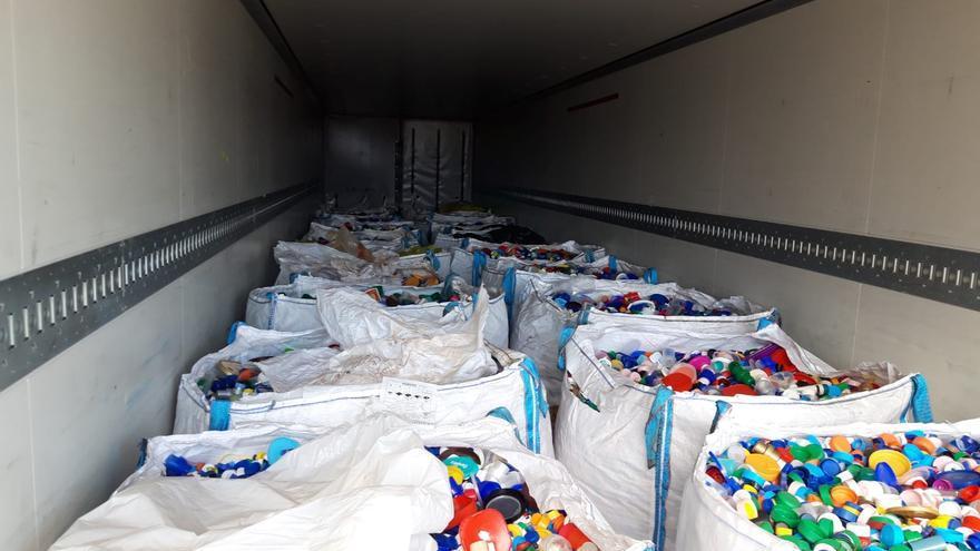 Tapones de plástico solidarios  recogidos por la Fundación Isonorte.