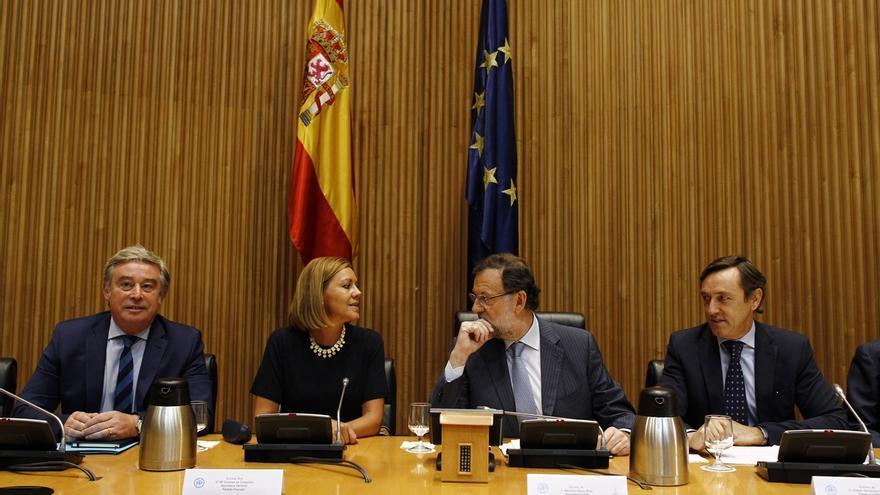 """Rajoy insta a sus parlamentarios a explicar la gestión del Gobierno para """"tapar la boca a algunos"""""""