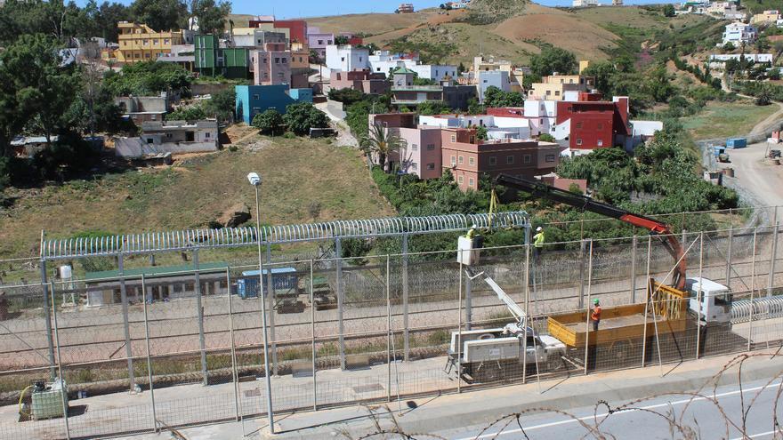 Obras en la valla de Ceuta.