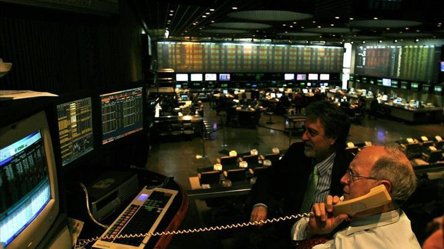 Wall Street y A. Latina cierran mixtas a la espera de la reunión sobre la deuda griega