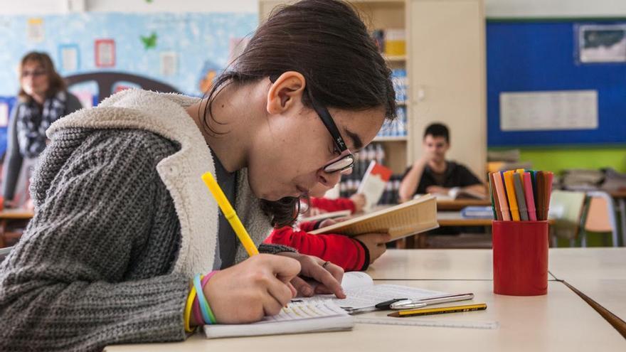 Expertos recelan de la posibilidad de implantar el castellano en las aulas catalanas