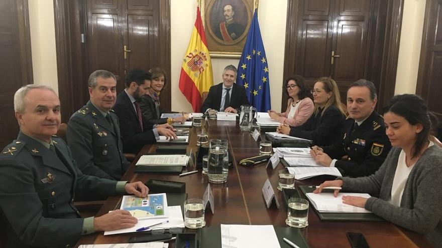 Reunión del ministro del Interior, Fernando Grande-Marlaska, junto a su gabinete técnico y personal delegado en las Islas para tratar las migraciones en Canarias.