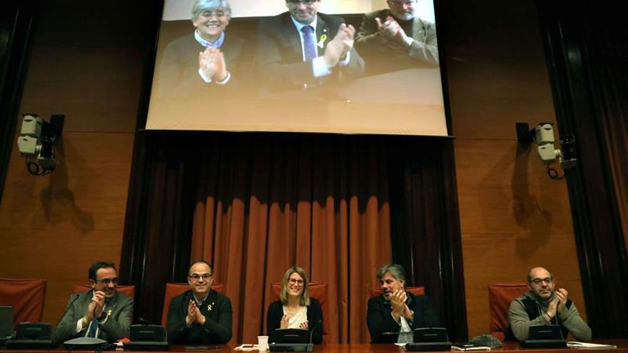 """Puigdemont jura la Constitución por """"imperativo legal"""" y con fidelidad al pueblo"""