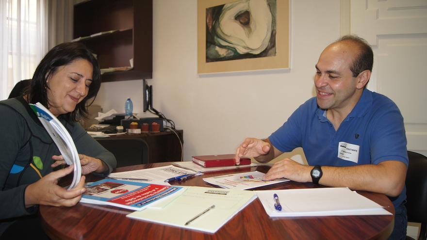 la Diputada, Rosa Pérez Garijo, y el delegado en la Comunitat Valenciana del Movimento contra la Intolerancia, Ángel Galán