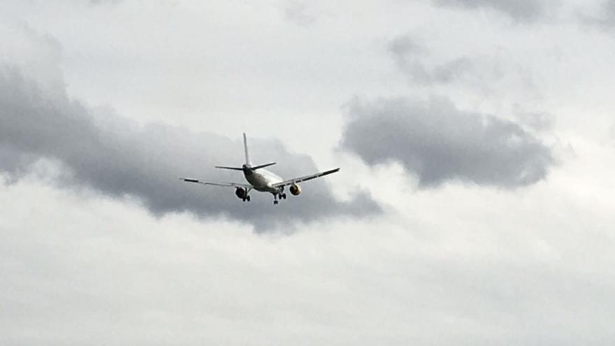 Desviados por fuertes vientos dos vuelos que debían aterrizar en Bilbao