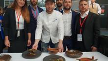 El chef Diego Schattenhofer, junto a responsables del Gobierno local de Arona, en Madrid este lunes