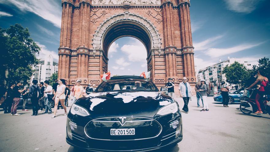 Uno de los Tesla participantes del 80edays, en Barcelona