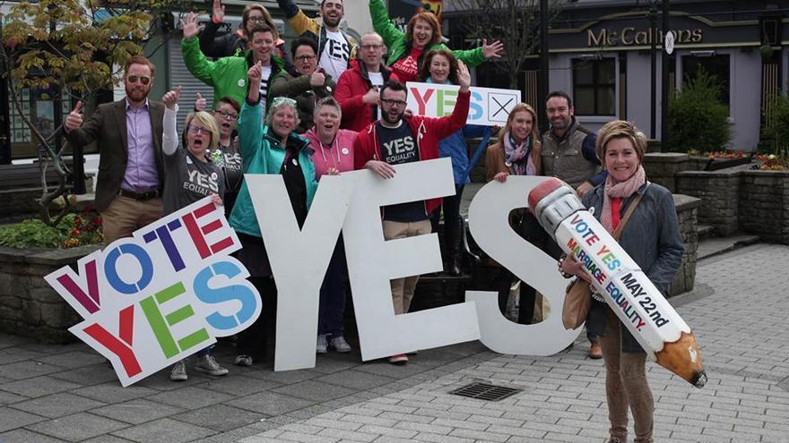 """Activistas a favor del """"Sí"""" en el referedum irlandés sobre el matrimonio entre personas del mismo sexo. © YesEquality facebook."""
