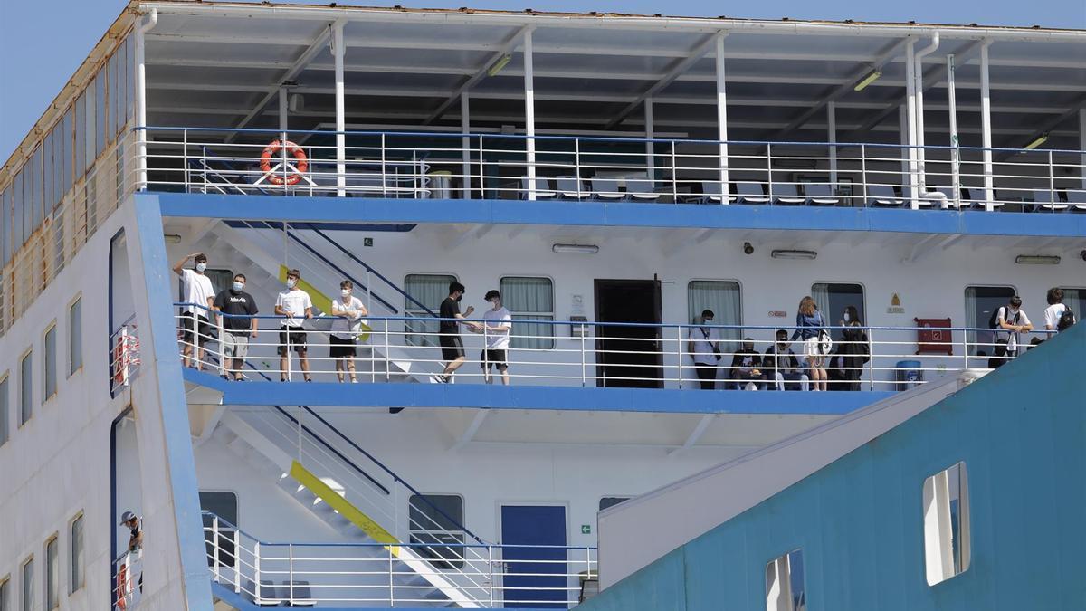 Llega del barco a Valencia con los estudiantes a bordo