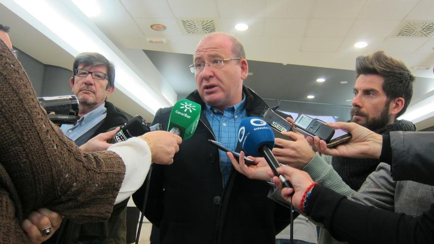 """El alcalde dice que suspendió la comisión sobre el tranvía porque """"la Junta sólo quería echarse la foto"""""""