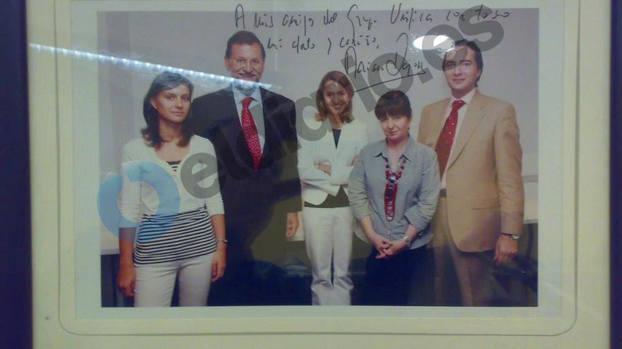 Fotografía del presidente del PP, Mariano Rajoy, con los responsables de Unifica / eldiario.es