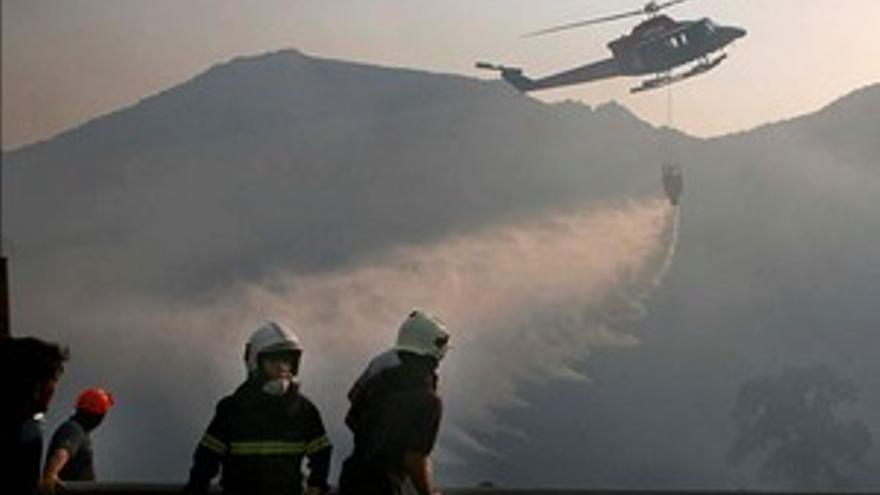 Riesgo máximo de incendios forestales en tres islas