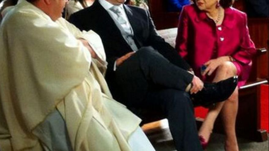 ¿Qué hace Chicote de cura en una boda, con Carmen Machi de 'madrina'?