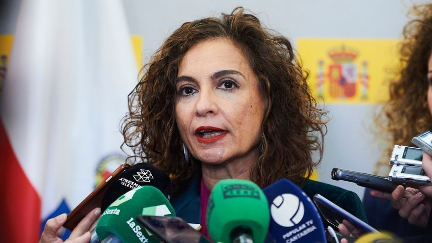 """Montero cree que todas las recomendaciones tendrían que estar """"bajo el paraguas"""" del Ministerio de Sanidad"""