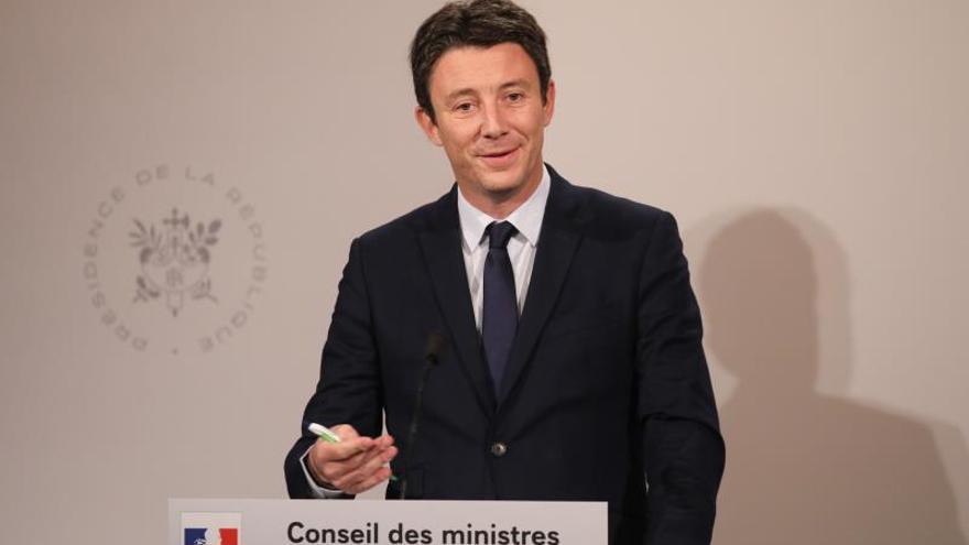 """El candidato """"macronista"""" a París se retira por la filtración de un vídeo sexual"""