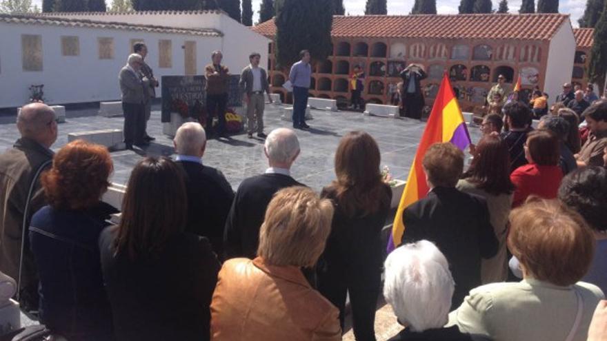 Acto en la fosa común de Quintanar de la Orden (Toledo) / Foto: dedona.wordpress.com