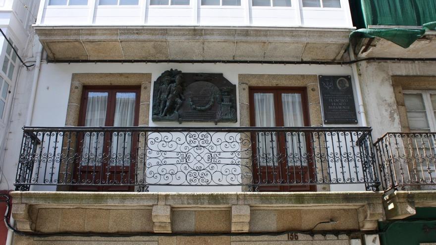 Casa natal de Franco en Ferrol, con la placa de exaltación a la Dictadura que se propone retirar