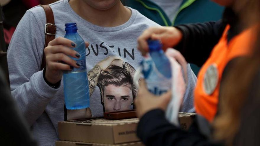 La fiebre Bieber alcanza temperaturas de síncope en el concierto de Barcelona