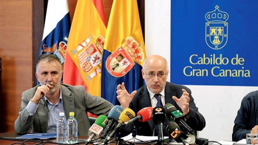 Ángel Víctor Torres y Antonio Morales, en una rueda de prensa (EFE/ÁNGEL MEDINA G.).