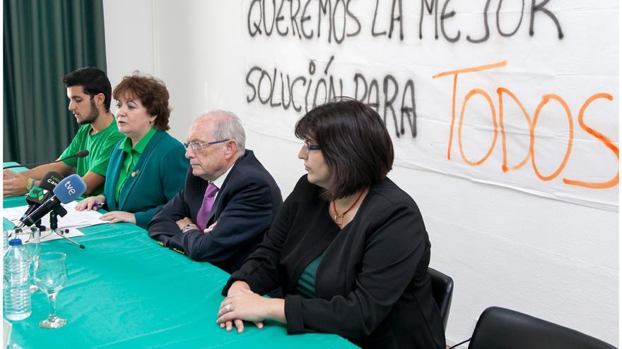 La comunidad universitaria de La Laguna se muestra muy crítica con la dejadez del Gobierno regional.