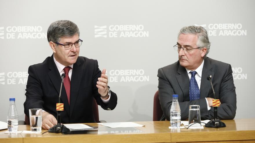 El consejero de Presidencia del Gobierno de Aragón, Vicente Guillén, y el de Desarrollo Rural y Sostenibilidad, Joaquín Olona
