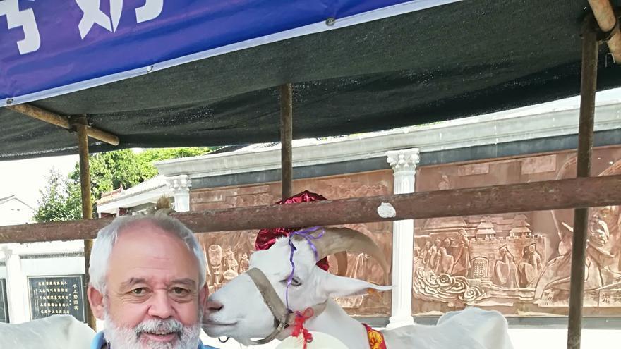 Juan Capote es biólogo y veterinario.