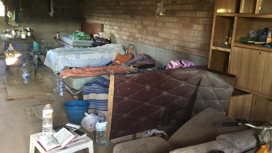 Imatge de l'interior de la barraca destinada pels treballadors