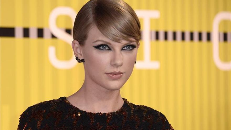 Taylor Swift deja Nueva Zelanda tras ser criticada por dañar aves en peligro