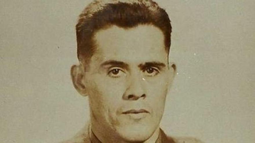 """Joaquín """"Jack"""" Tamargo Montoto, nacido en Oviedo, Asturias, en 1909, llegó con su familia a Tampa, Florida en 1914. Fue reclutado por el Ejército en 1942, y enviado a Canastel, Argelia. Estando en Argelia le fue concedida la ciudadanía estadounidense en 1943. Pasó a formar parte del servicio de contrainteligencia de la Oficina de Servicios Estratégicos de EEUU (OSS, precursora de la CIA). Falleció en 1971 en Jacksonville, Florida. (Cortesía de la familia Tamargo)."""