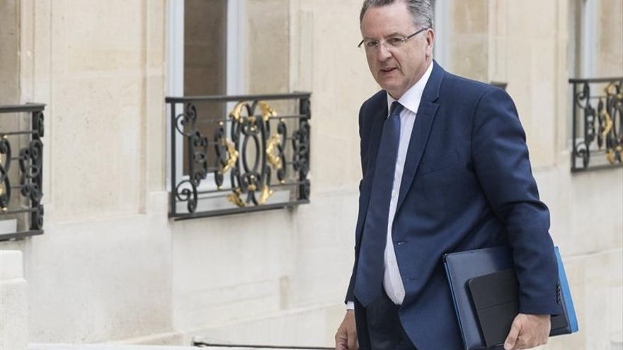 Exministro sospechoso de nepotismo, jefe del partido de Macron en A.Nacional