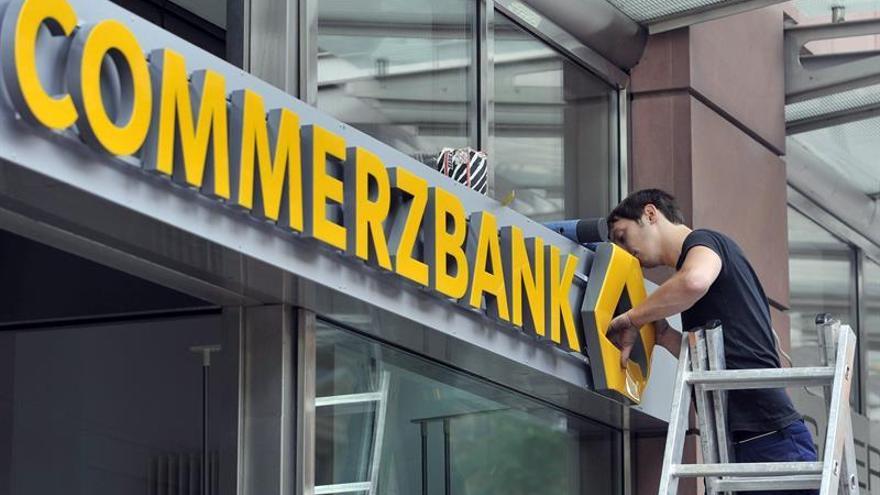Commerzbank baja más de 7 % en bolsa tras revisar a la baja sus pronósticos