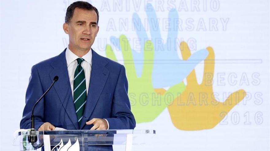 """El Rey pide ayudar a la formación de los jóvenes para que """"España avance"""""""