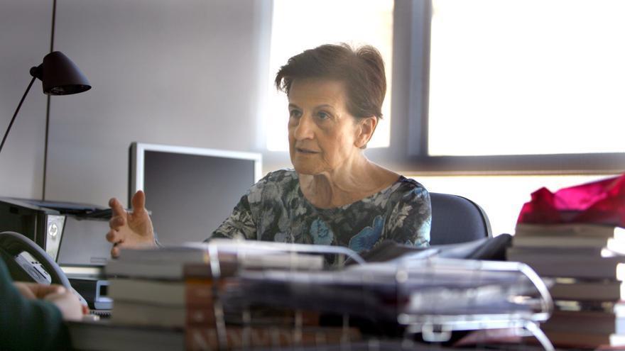 Adela Cortina, durante la entrevista en su despacho en la facultad de Filosofía de Valencia