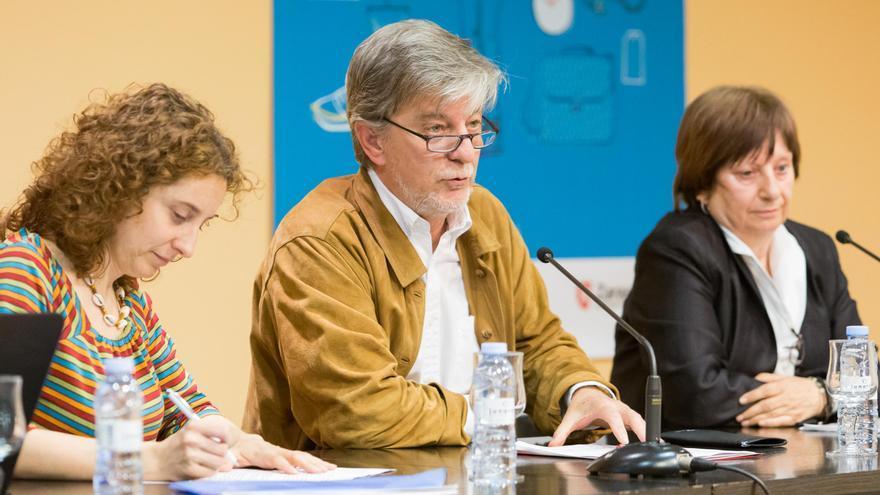 La concejala de Educación e Inclusión, Arantza Gracia (izqda), con el alcalde de Zaragoza, Pedro Santisteve.